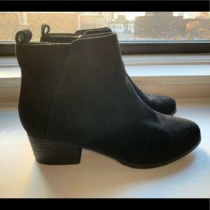 BLONDO waterproof black suede ankle boots!